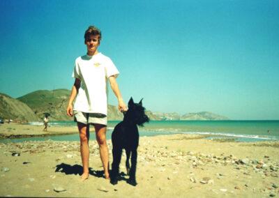 июль 1999, Коктебель, сын Алеша с нашим Нильсом